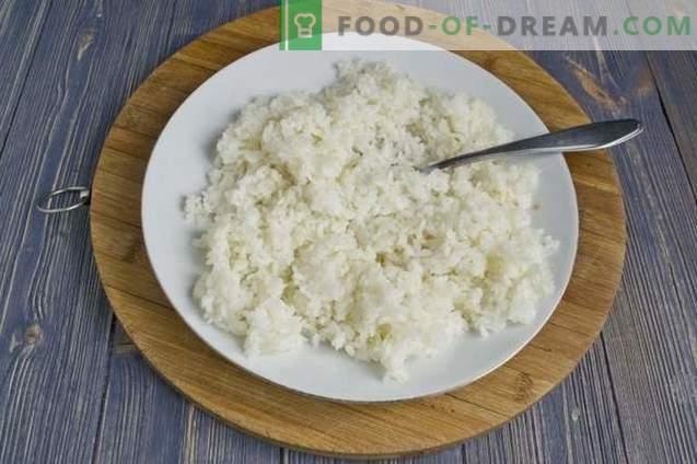 Empanadas con arroz y huevo en el horno
