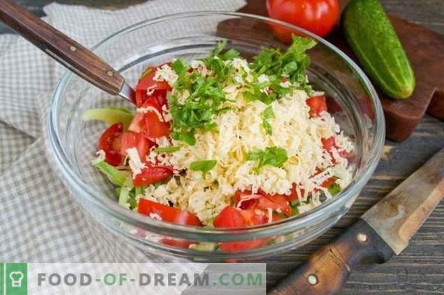 Sałatka z awokado, pomidorami i ogórkami
