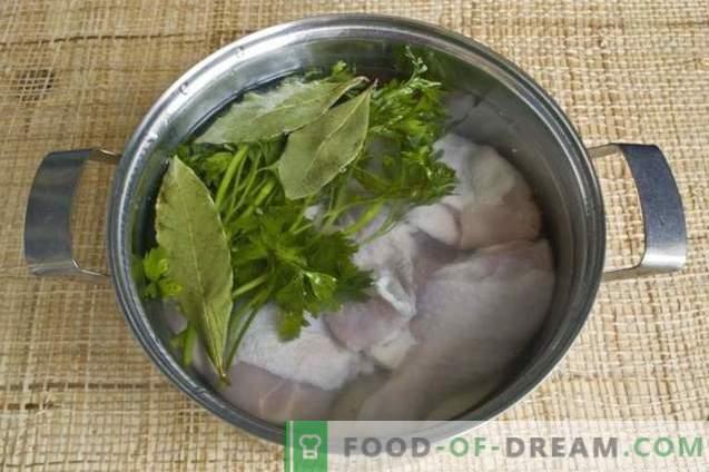 Zupa z czerwonych buraków z kurczakiem i pieczarkami