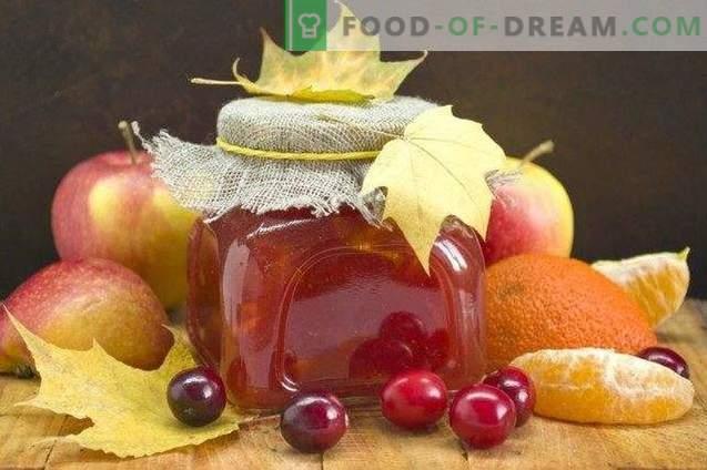 Ябълково сладко с боровинки и цитрусови плодове