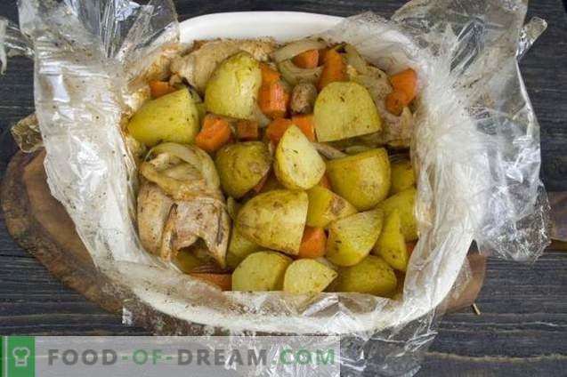 Печена печено пиле со компири
