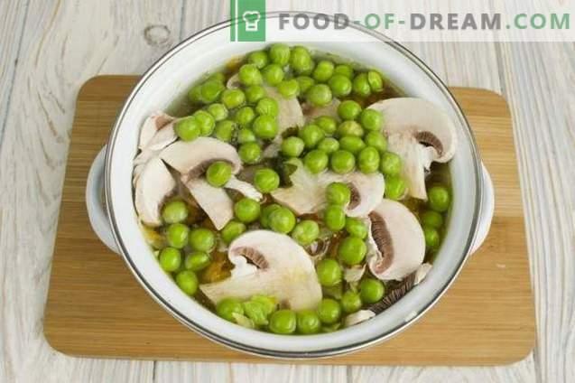 Piščančja juha z zelenim grahom in gobami