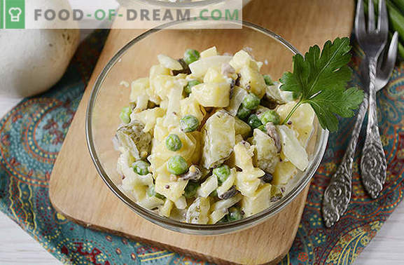 Sałatka ziemniaczana z grzybami - kompletne danie na letni obiad lub kolację. Foto-przepis krok po kroku na sałatkę ziemniaczaną z grzybami