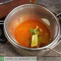 Jasna zupa kremowa z owocami morza