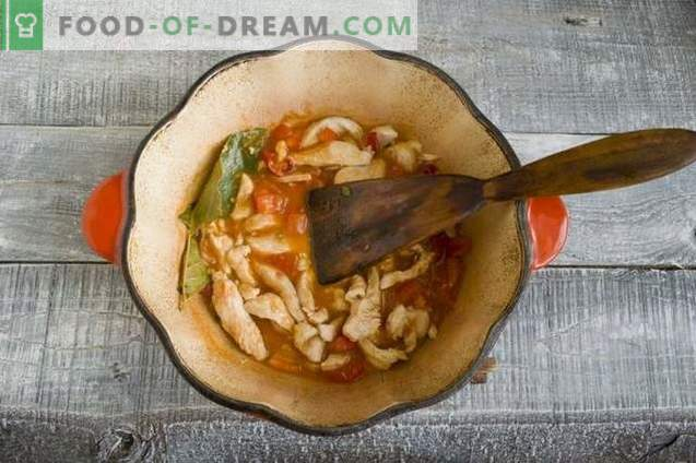 Zupa z gulaszu z kurczaka z nowymi ziemniakami i zieloną cebulką