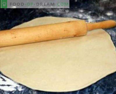 Drożdżowe drożdżowe pizze, łatwe przepisy