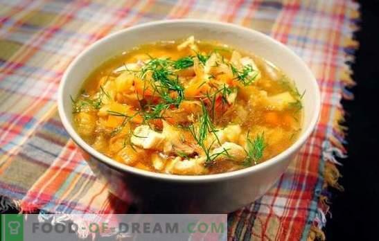 Zupa z kiszonej kapusty z wieprzowiną to rosyjskie danie na zawsze. Przepisy na kapuśniak z kapusty kiszonej z wieprzowiną, grzybami, fasolą, kaszą jaglaną