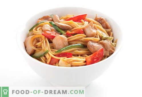 Makaron z kurczaka to najlepsze przepisy. Jak prawidłowo i smacznie gotować zupę i domowy makaron z kurczakiem.