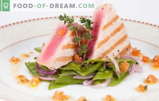 Stek z tuńczyka - zdrowy, smaczny, apetyczny. Przepisy na stek z tuńczyka z ziołami, cytryną, serem, pieczarkami i innymi