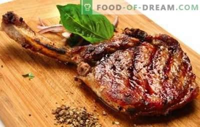 Kość wieprzowa - przepisy na najsmaczniejsze mięso. Jak gotować wieprzowinę na kości w piekarniku, w garnku i na piecu