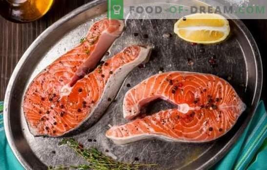 Stek z łososia na patelni, w piekarniku, na grillu. Sześć wariantów steków z łososia z ziemniakami, cytryną, warzywami