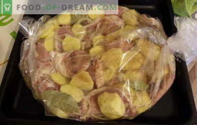 """Piecz ziemniaki z mięsem w rękawach: przepisy na leniwych? Soczyste, rumiane, pikantne i """"pijane"""" - ziemniaki z mięsem w rękawie"""