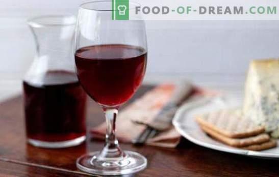 Czerwone wino w domu jest cennym produktem naturalnym. Przepisy na czerwone wino w domu z jagód i dżemu