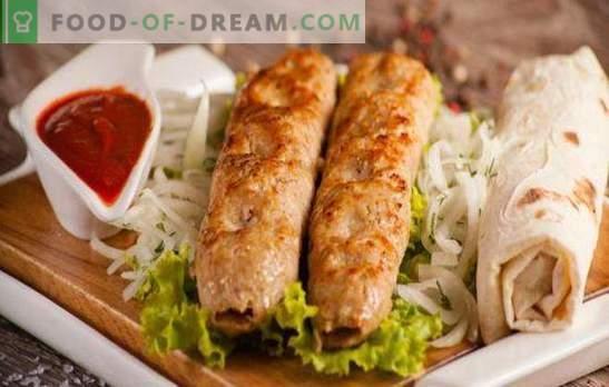 Kebab z kurczaka to smaczne i oryginalne danie w niecałą godzinę. Szaszłyk z kurczaka w piekarniku, na patelni i grillu
