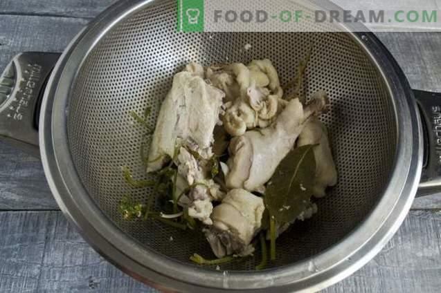 Świeża kapuśniak z kurczakiem i sałatą liściową