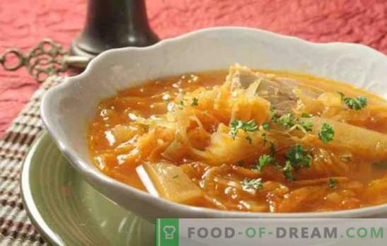 Zupa z kiszonej kapusty w wolnej kuchence z wołowiną, wieprzowiną, indykiem. Jak gotować zupę z kapusty w wolnej kuchence