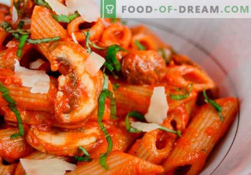 Sos do makaronu, ryżu, puree ziemniaczanego, klopsików - najlepsze przepisy. Prawidłowe gotowanie mięsa, pomidorów, grzybów, sosu z kurczaka.