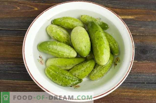 Pickled cucumbers with citric acid slices