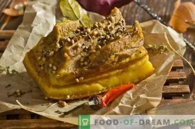 Mostek wieprzowy gotowany w skórkach cebuli