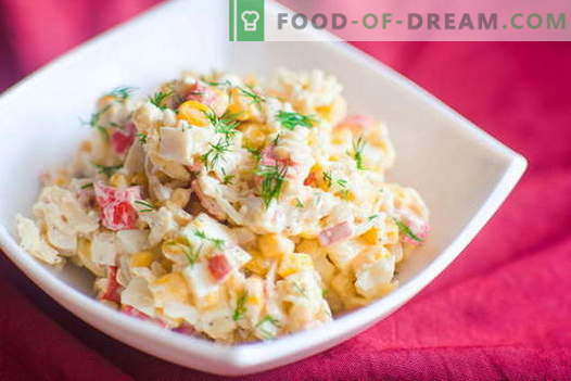 Crab Salad - najlepsze przepisy. Jak właściwie i smacznie przyrządzić sałatkę z paluszków kraba.