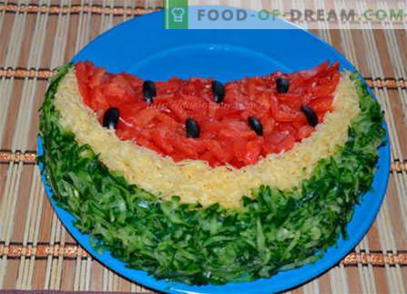 """Sałatka """"Kawałek arbuza"""" - najlepsze przepisy. Jak właściwie i smacznie gotować sałatkę """"plasterek arbuza""""."""