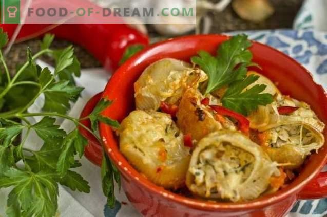 Nadziewany makaron w sosie pomidorowym