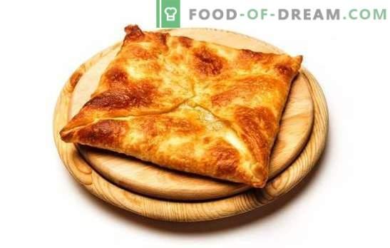 Chaczapuri smażone i pieczone ciasto francuskie. Kaukaskie przysmaki w naszym menu - ciasto francuskie chachapuri z serem