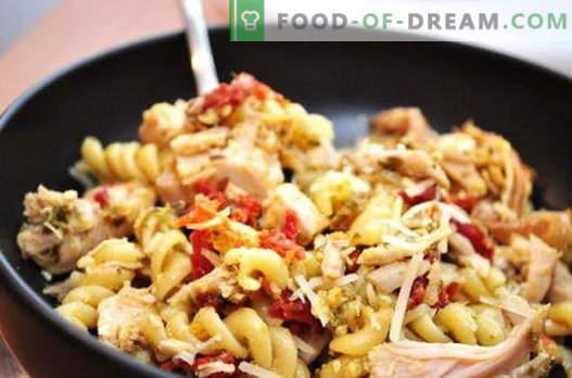 Makaron z kurczaka - najlepsze przepisy. Jak prawidłowo i smacznie gotować kurczaka z makaronem w wolnej kuchence.