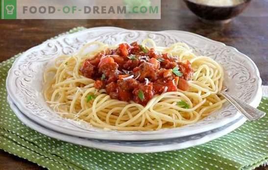 Pasta Bolognese - Taste Italy! Przepisy na gotowanie makaronu Bolognese z warzywami, grzybami, w wolnej kuchence