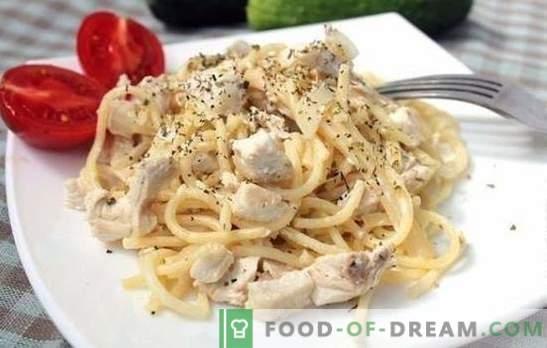 Makaron z kurczaka w sosie śmietanowym jest idealny na lunch lub kolację. Wybór najlepszych przepisów na makaron z kurczakiem w kremowym sosie