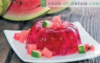 Orzeźwiająca galaretka arbuzowa - wybór lekkich deserów dla dzieci i dorosłych. Jak zrobić galaretkę z arbuza na wakacje i przygotować się na zimę