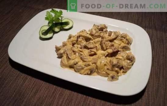 Beef stroganoff hapukoorega - klassikaline! Veiseliha stroganoffi valmistamine hapukoorega, seente ja köögiviljadega
