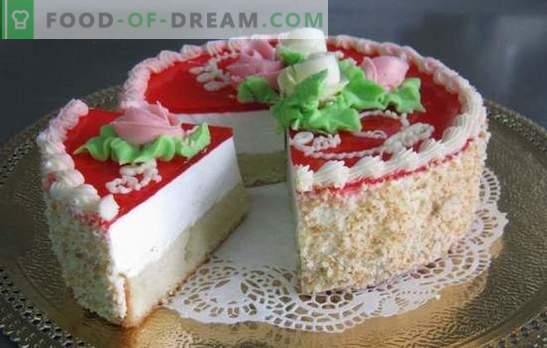 Ciasto galaretowe z ciastkiem - delikatna świeżość! Ciasto galaretowe z ciastkami i jagodami, śmietaną, owocami, twarożkiem, śmietaną