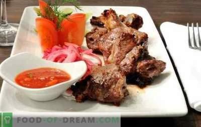 Szaszłyki na patelni wieprzowej - ugotuj swoje ulubione danie w domu! Najlepsze przepisy na pachnące kebaby na patelni wieprzowej