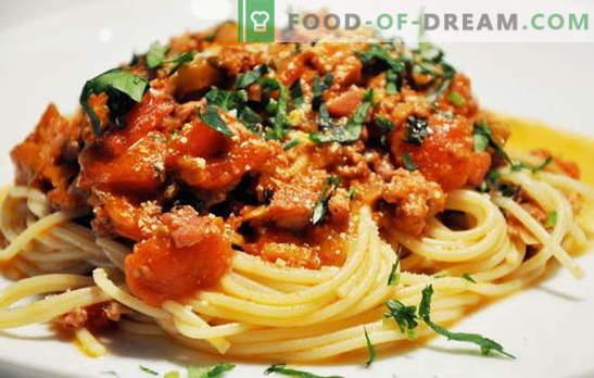 Spaghetti z mięsem - włoski makaron po rosyjsku! Przepisy na spaghetti z mięsem i serem, pieczarkami, śmietaną, pomidorami