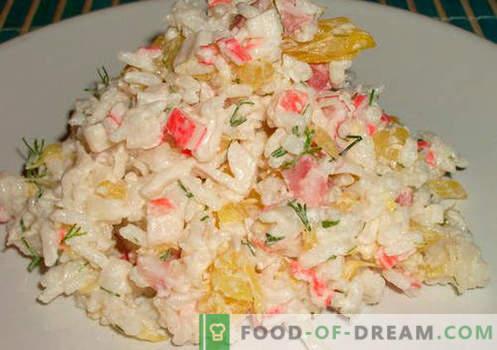 Sałatka z kraba z ryżem - sprawdzone przepisy. Jak gotować sałatkę z kraba z ryżem.