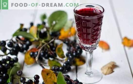 Wino czarne z aronii w domu to wyjątkowy napój! Przepisy gotowania aromatycznego wina z aronii w domu