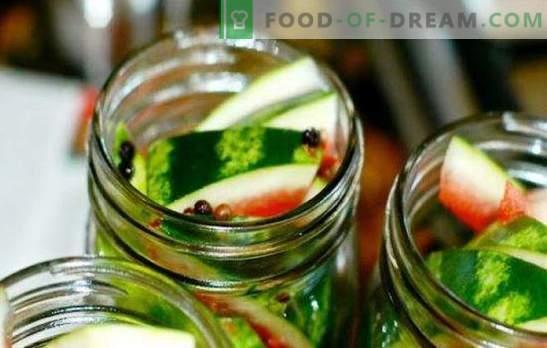 Zbieranie arbuzów w litrowych słoikach i butelkach. Arbuzy słodkie, słone i pikantne, puszkowane w słoikach