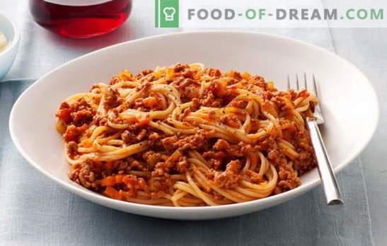 Spaghetti z mięsem mielonym i spaghetti z mięsem mielonym i pastą pomidorową - ulubione! Najlepsze przepisy na spaghetti z mięsem mielonym: nie można przejść przez