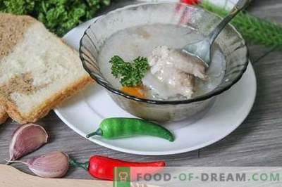 Galaretka golonkowa to pożywne, odżywcze i smaczne danie.