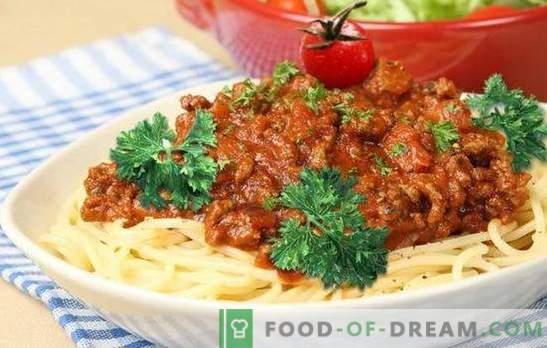 Gruby mielony sos wołowy: na bazie bolognese. Mielony sos wołowy na makaron, płatki zbożowe, warzywa