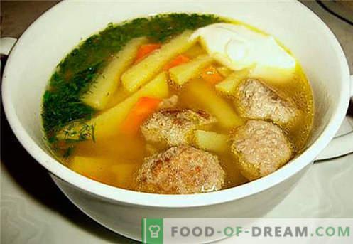Rosół z kurczaka - najlepsze przepisy. Jak prawidłowo i smacznie gotować rosół z kurczaka.