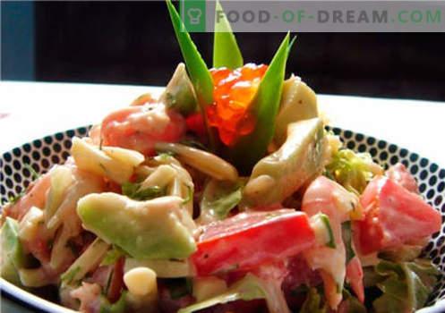 Sałatka z awokado i łososiem - odpowiednie przepisy. Szybko i smacznie gotująca sałatka z awokado i łososiem.