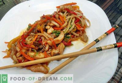 Makaron Udon to najlepsze przepisy. Jak właściwie i smacznie gotować makaron udon w domu.